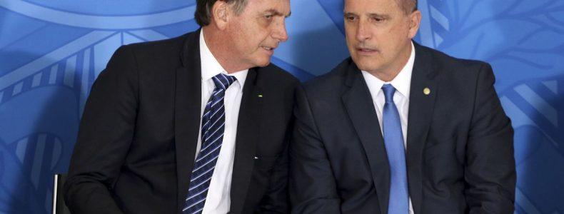 O presidente Jair Bolsonaro e o mnistro da Casa Civil,   Onyx Lorenzoni, participam da solenidade alusiva à concessão do 13º do Bolsa Família e de anúncio de recursos para Obras Sociais Irmã Dulce